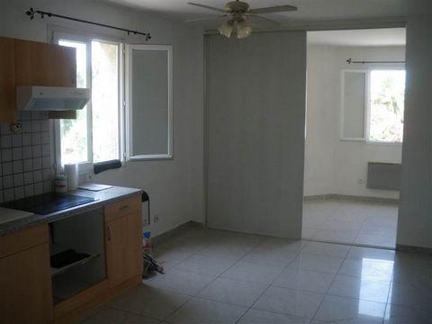 Appartement T1 composé d'un séjour avec coin cuisine, 1 salle d'eau, 1 W.C. indépendant33