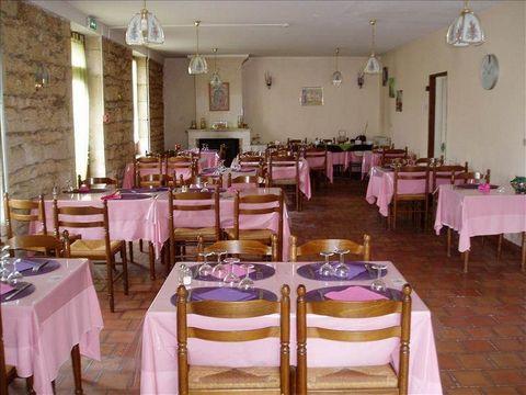 Bar hôtel restaurant (fonds) en vente dans un bourg dynamique, cause retraite 12 chambres, salle 50 couverts; appartement de service CA et résultat en hausse