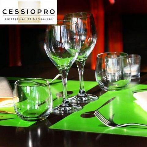 Littoral Bandol/Sanary/Six Fours. Vend le fonds de commerce d'une Brasserie - restaurant - bar licence IV. CA ht: 620 000euro; (50% en restauration et 50% en limonade). Très bel EBE. 50 couverts en intérieur et 80 places en terrasse, au bord de l'eau...