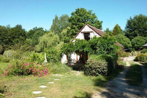 Rochefort en Yvelines, dans le Parc naturel de la Haute Vallée de Chevreuse, SAFTI vous propose cette magnifique Chaumière de 150 m2 édifiée sur un terrain de 5429 m2.A 40 mn de Paris ouest par l'autoroute A10, à 15 km de Rambouillet et 40 km de Vers...