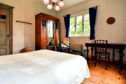 Vous êtes à la recherche d'un bungalow aménagé de manière conviviale et avec un grand jardin clôturé ? Alors, vous êtes à la bonne adresse ! Tout l'intérieur avec ses couleurs chaudes et son souci du détail veille à ce que vous vous sentiez immédiate...