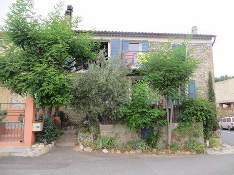 Très jolie Maison de village comprenant : 4 appartements, 2 T1- T2 - T3- Terrasse agrémentée d'arbres et de fleurs, caves, Vue sur colline, située dans un village Provençal, à quelques km du Lac de Ste Croix du Verdon.