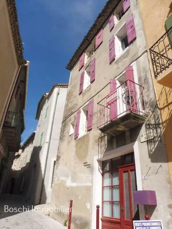 REGION BUIS-LES-BARONNIES Dans le centre d'un village provençale, maison de village sur 4 niveaux, 2 chambres possibilité d'une 3ème chambre. Travaux de modernisation à prévoir. ---Rez-de-chaussée--- Cuisine 14 m² Cellier 3 m² ---1er étage--- Salon 1...