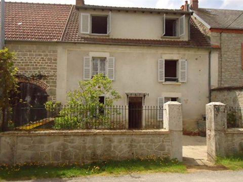 Maison dans petit hameau, nombreuses chambres, plusieurs salle de bains, Famille nombreuse ou besoin d'espace cette maison en pierre de pays saura vous séduire.