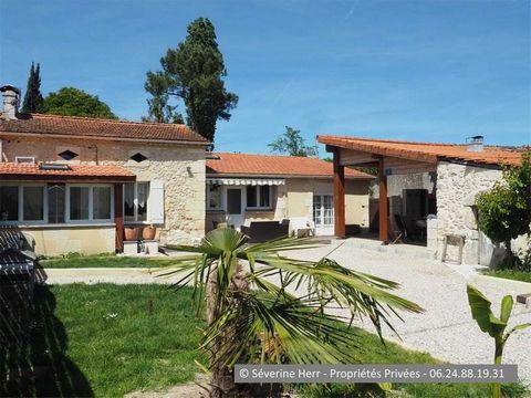 Gironde, St Christoly de Blaye (33920), à 6km de St Savin, 25mn des accès A10 St André de Cubzac. A vendre maison en pierre mitoyenne d'un coté de 120m² environ, 3 chambres, sur terrain de près de 500m² avec dépendance. Budget 145.000 euros honoraire...