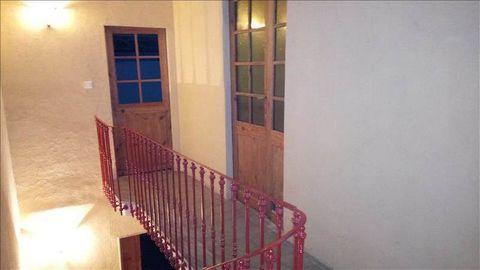 Caractère et beaux volumes pour cette maison vigneronne située à 2mn de Pézenas. Ses plus : son patio et sa remise de 97 m²