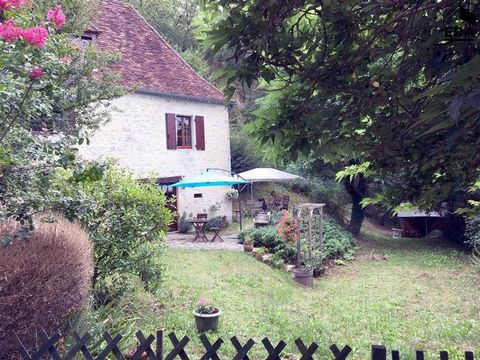 L'agence ERA TOUT L'IMMOBILIER BOSREDON vous propose Au calme, proche rivière Dordogne , maison en pierre, idéale pour les vacances composée en rez de jardin d'une cuisine donnant sur terrasse, salle d'eau wc, au rez de chaussée, un salon avec cantou...