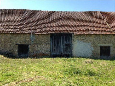 Proche Crozant, grange de stockage de 90m² au sol, sur 1717m² de terrain avec puits...