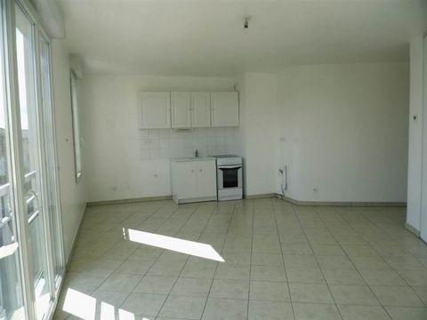 Fiche NId-AVL87128 Saint André de Corcy exclusivité centre T2 de 46 m² très lumineux - dans résidence récente au 2ème étage offrant entrée - séjour avec coin cuisine - chambre avec salle d'eau - wc - garage. - Mentions légales Proposé à la vente à 14...
