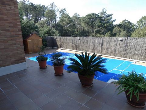Nearly new house in Lloret Blau Nearly new house in Lloret Blau built on a plot of 830m between two streets. In whole the house consists of 160m² constructed areas. The plot is completely fenced in and has two automatic doors, one in the principal fr...