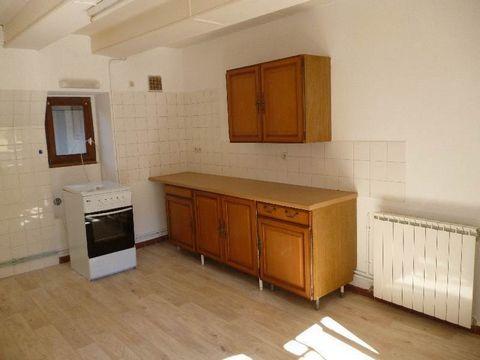 Un appartement au calme comprenant une cuisine, une salle à manger séjour, une chambre et une salle d eau avec wc. Chauffage Gaz et électricité compris.