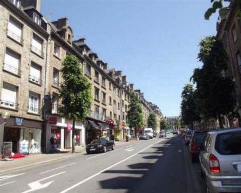 FLERS (61100) - 3h de PARIS. Coeur de ville : Ensemble de 2 grands locaux loués sur 3000m2 - rentabilité 7 %. RARE A LA VENTE !