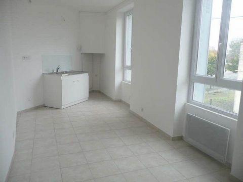 AUBIGNE RACAN - Appartement de 34 m² refait à neuf comprenant : séjour ouvert sur cuisine, deux chambres, salle d'eau avec wc - Possibilité garage -