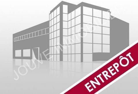Local à usage d'entrepôt de 510 m² comprenant ; 100 m² de bureaux, une salle de réunion, des vestiaires, des sanitaires et une douche.Porte sectionnelle de 4 m et hauteur, plafond de 5 m, le tout clôturé et sécurisé.Loué 2 200 € HT.Frais d'agence 540...