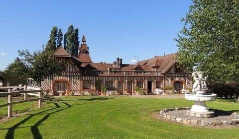 Cette propriété normande de 590 m² est composée d'un magnifique manoir néo-Normand et d'une dépendance. Situé à 20 mn de Honfleur et à 10 mn de l'autoroute A13, en campagne, elle est entourée d'un parc de 5,6 ha dont environ 8000 m² sont constructibl...