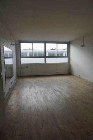 A LOUERBoulevard de la Bastille, EVOLIS vous propose à la location une surface de bureaux d'environ 235 m² : locaux en état d'usage, 6 bureaux.. Immeuble industriel. Quai de déchargement dans la cour. Gardien. Fibre optique. AscenseurLocaux traversan...