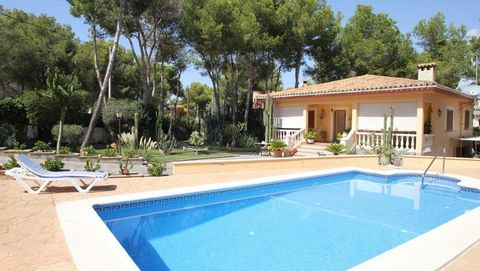 Property for sale Mallorca - this mediterranean house is situated in calm neighbourhood of El Toro, not far to the luxury harbour Port Adriano and the golf courses Santa Ponsa. Over one level are divided an living-dining room, separate kitchen with a...