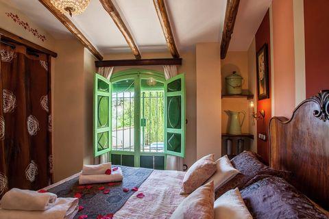 Casa de vacaciones rural con piscina comunitaria, situada en un antiguo cortijo andaluz, que se halla en Rute, en la provincia de Córdoba. Este antiguo pajar de cortijo se ha convertido en una casa de vacaciones típica y tiene su propia entrada y zon...