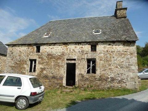 Secteur St PAUL, bel ensemble immobilier composé d'une maison en pierres couverte en ardoises de 1822 à rénover intérieurement comprenant:  S/S: cave. R/C: (~ 50m²) 1 pièce avec cantou et bassière, 1 pièce. 1er étage: grenier aménageable.  Dépendan...