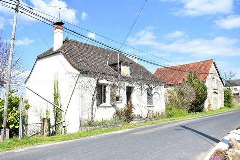 Maison de Campagne en pierre du XIX siècle situé sur la commune de Cressensac. Une belle grange et un terrain de 1379m² complètent cette propriété. La maison est composée d'une grande entrée, une cuisine, 3 chambres, un bureau, un WC et une SDB. Le g...