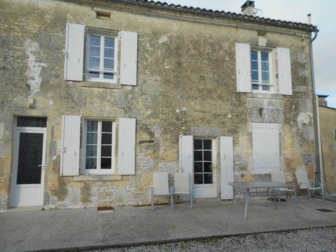 Maison d'habitation de type T3, comprenant entrée, cuisine, séjour, 2 chambres, salle d'eau, salle de bain, 2 toilettes.Garage, jardin