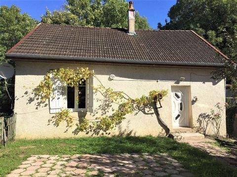 SECTEUR Montferrand-Le-Château, située dans le village de Thoraise, 6 Ruelle du Château, à 10 minutes de Besançon, venez découvrir cette maison de 75.22 m² , composée d'un salon-séjour lumineux, d'une cuisine aménagée, deux chambres avec dressing, d'...