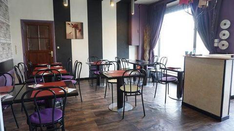 A vendre, pizzeria bien située, dans une ville de 11 000hab., parking gratuit à proximité. Cession du fonds de commerce et des murs commerciaux. Locaux (73m²) : Rdc : Salle de restaurant (26m²) 20 couverts, coin cuisine, cuisine, vestiaire. Garage. F...