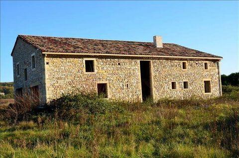 Magnifique maison en pierre en partie rénovée, située dans un cadre idyllique de 2,5 hectares, à deux pas des vignobles gaillacois. La toiture a été entièrement refaite, et un projet d'aménagement intèrieur a été commencé. Ce bien est idéal pour réal...