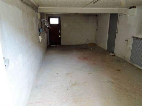 Garage de 22 m² à loué chez un particulier à MORANGIS.. Loyer mensuel 200 euros - Honoraire TTC à la charge du locataire 110 euros.