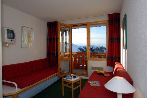 La Résidence La Licorne est située dans la charmante station piétonne de Belle Plagne, à 2050m d'altitude, aux portes du Parc National de la Vanoise, au cœur de la Savoie et de ses incroyables sommets montagneux. Exposée face au soleil, la résidence ...