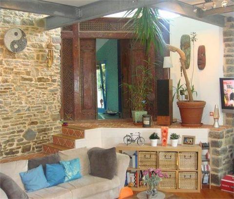 Un vrai coup de coeur pour cette charmante maison style loft, située en pleine campagne dans le bocage virois à la Ferriere-Harang, 2 minutes du Viaduc de la Souleuvre (Parc d'activités de loisirs) et 8 minutes de l'autoroute A 84. Cette maison loft ...