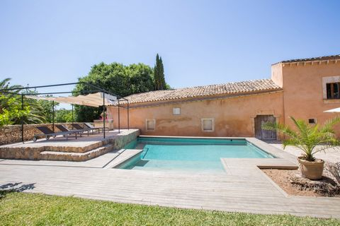 Welcome to this beautiful country house, built in the 18th century, near Búger. This fully restored property offers to 6 guests all possible comforts to make from your holiday an unforgettable experience. In the porch you will be able to enjoy pleasa...