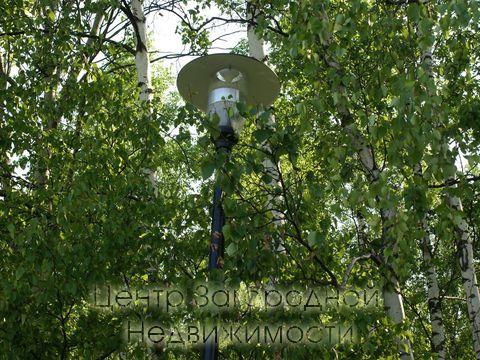 Последний участок 25 соток. Тупиковая улицы. Левая сторона Киевского шоссе. Полностью отстроенный коттеджный поселок. Лесные деревья на участке. Выход в лес. Центральные коммуникации: канализация, водопровод, электричество, газ. 20 км от МКАД. 10 мин...