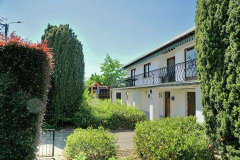 Maison agréable et luxueuse à Noiseux. Noiseux se trouve à 7 kilomètres de Durbuy et de Marche en Barvaux et fait partie de la commune de Somme-Leuze. Noiseux est un petit village touristique de la vallée de l'Ourthe. De la plupart des maisons, vous ...