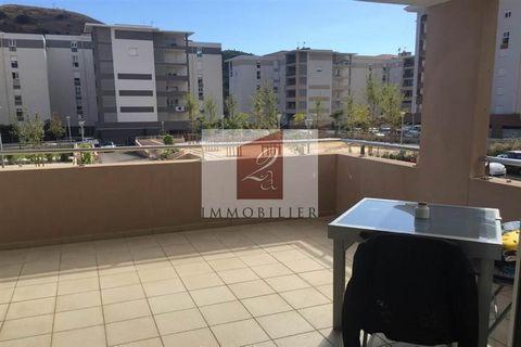 Votre agence 2A IMMOBILIER ... vous propose un charmant T2 spatieux et lumineux avec de belles prestations et une grande terrasse. Résidence récente avec parking privatif. Très bon investissement locatif : ce bien est actuellement loué dans notre age...