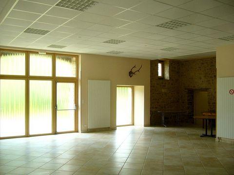 Réf 4342 G IDEAL METIER DE BOUCHE Dans un cadre verdoyant, magnifique demeure en pierres (avec ascenseur) au milieu d'une clairière comprenant: .Zone d'activité: salle polyvalente (100 m²) avec sanitaire (14 m²), cuisine/laboratoire (27 m² Zone d'hab...