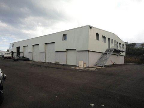Au premier étage d'un hangar situé à Furiani, bureaux d'environ 64 m² aménageable selon vos besoins.