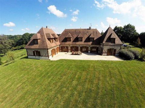 Magnifique environnement... Superbe propriété normande développant 445m² habitable composée de 8 chambres toutes indépendantes dont 2 avec baignoires balnéo, magnifique entrée distribuant salon avec cheminée, salle à manger et grande cuisine équipée,...