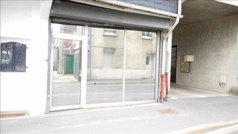 Proche centre ville, local commercial tous commerces avec réserve en sous-sol et parking.