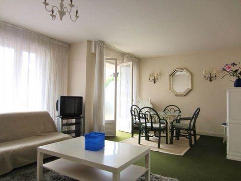 Dans résidence de bon standing, appartement de 2 pièces comprenant: une entrée, un double séjour donnant sur terrasse, une cuisine indépendante aménagée, une chambre, une salle de bains et un wc séparé.Loué meublé.