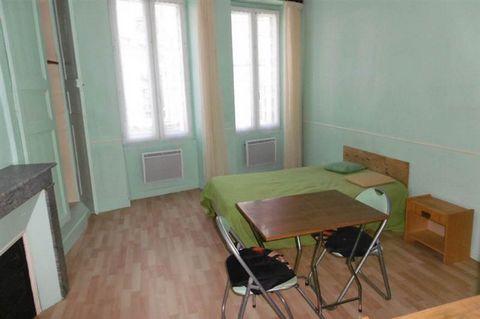 Appartement composé de : une pièce principale, une cuisine, une salle d'eau-wc