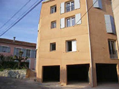 A louer un garage en centre du village