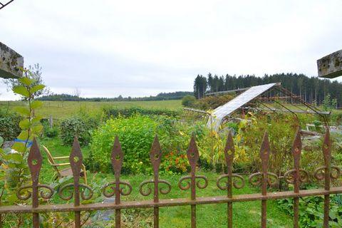 Gîte chaleureux, entièrement rénové faisant partie d'un corps de ferme, idéal pour des vacances en famille paisibles et proches de la nature. Le gîte se trouve près d'une forêt et est parfaitement situé pour les amoureux de la nature et de la marche....