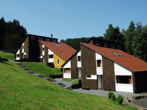 Dieser Ferienpark liegt in den Bergen der Hohen Sauerland Untervalme, 20 km von Winterberg und 32 km von Willingen. Die gemütlichen und neu renovierten Zimmer sind direkt am Rande des Waldes. Man kann eines von 10 Häuser wählen, die in 4 verschiedene...