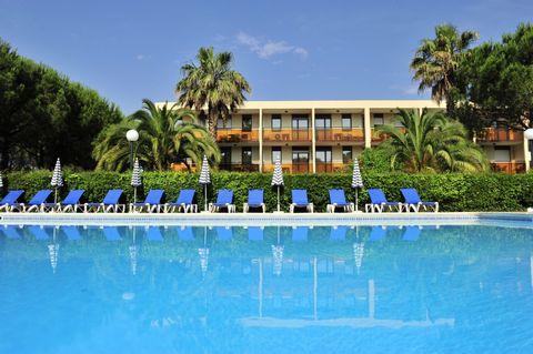 Das Besondere Eines der ersten Ferienstädtchen der Côte d'Azur Große, ganzjährige Vielfalt an Wassersportmöglichkeiten In der Mitte eines sehr großen, wunderschön-mediterranen Gartens Ihre Residenz Die 2-stöckige Residenz liegt inmitten eines schönen...