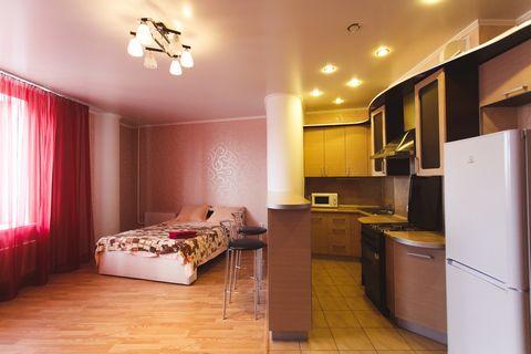 Квартира расположена в центре Тюмени, всего в 20 минутах ходьбы от площади Республики, главной улице и главной площади. Работаем с 2013 года в жилом доме на 14 этаже, домофон 129. В апартаментах к вашим услугам: кондиционер, застекленная лоджия, обед...
