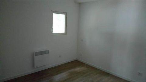 Dans un environnement calme, venez découvrir cet appartement rénové, comprenant séjour avec cuisine ouverte, cellier, deux chambres et une salle d'eau. Il dispose également d'une terrasse et d'un jardin non attenant.