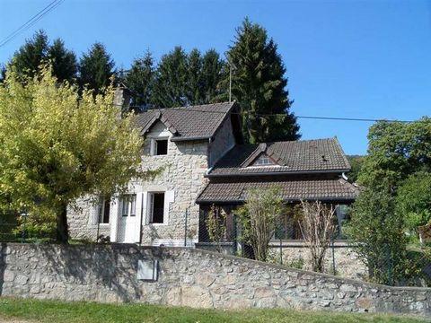 Bourgogne, Nord Morvan, proche lac, maison 147 m² env sur plus de 5 000 m² de terrain avec petit plan d'eau. Maison d'habitation comprenant : entrée par véranda, cuisine, séjour 32 m² env avec cheminée, une chambre, SDB et W.C. A l'étage un palier de...