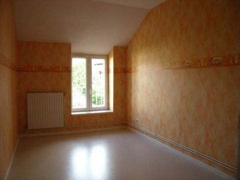 Appartement BELVAL type F3 comprenant entrée, séjour, cuisine, 2 chambres, salle de bains, wc. Parking. Chauffage collectif gaz.
