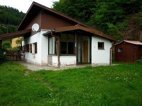 Au porte de l'Alsace maison 3 pièces de 70m2 avec vue dominante idéal pour une résidence secondaire.Comprenant: salon séjour véranda avec cheminée, cuisine aménagée, 2 chambres, salle de bain wc, chauffage électrique + bois.Terrain de 653m2 avec chal...